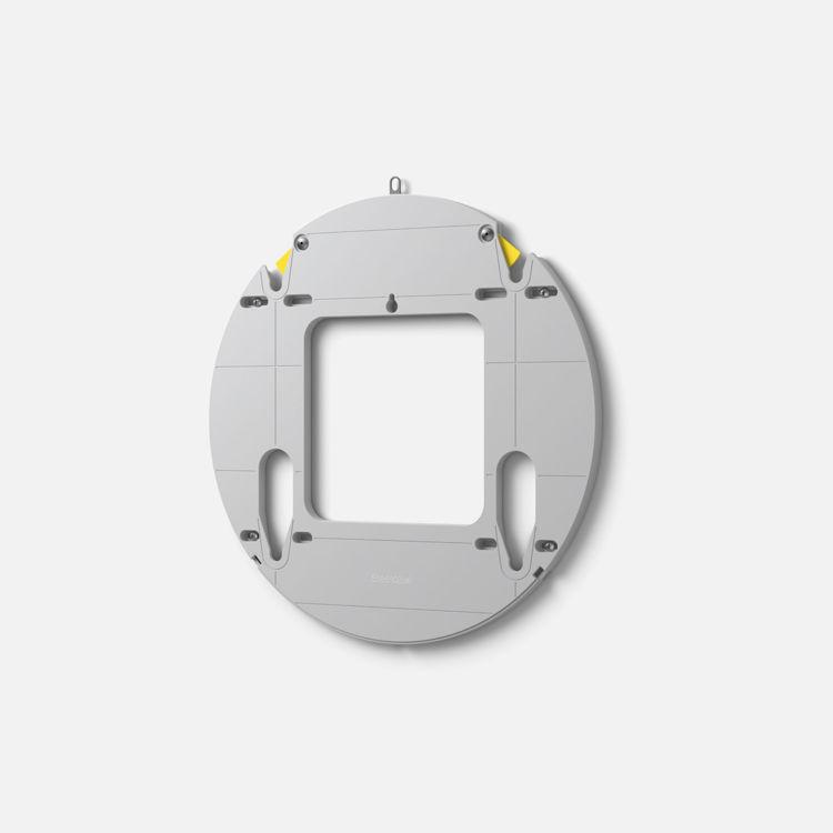 Surface Hub 2S veggfesting